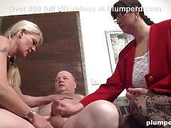 Two MILFs share one cock in Threesome