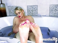 Sexy-cute-bbw-feet-in-luxurious-bath-Samanths38g