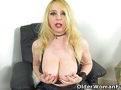 Busty mature Summer Angel Lee dildo fucks her fanny