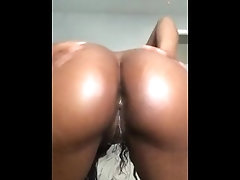 Sexy Babe Oiling Body
