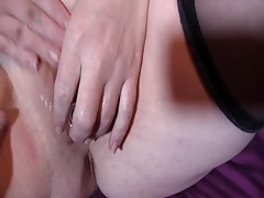 Mature wet cunt being toyed