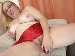 Big mature mom needs a good fuck