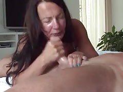 MILF Gives Sloppy Deepthroat