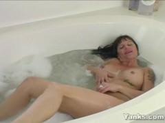 Tattooed MILF Randy Masturbating In The Bath Tube