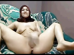 Arab MILF masturbating passionately in amateur clip