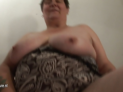 Big mature mom loves to play with herself