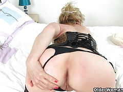 British milf Clare Cream strips off and enjoys her vibrator