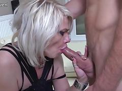 Mature slut mom taking it up the ass